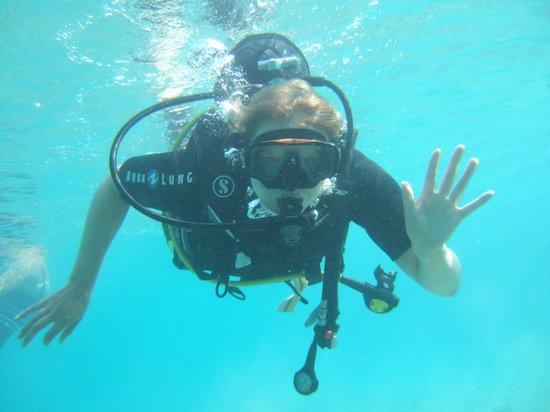 DGR Scuba Diving: Первые шаги, Дэннис фотографирует и шутит, развлекая