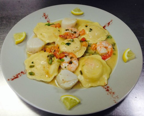 Giorgio's Italian Restaurant: Lobster Ravioli with Shrimp & Scallops