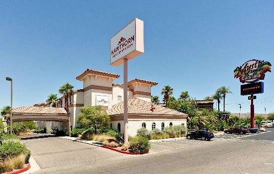 Hawthorn Suites By Wyndham Las Vegas/Henderson: Great place with Excellent Hot Breckfast next to a Casino !!!