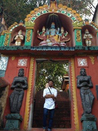 Vishnu Temple: Side entrance gate