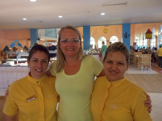 Memories Caribe Beach Resort: My new friends from the buffet