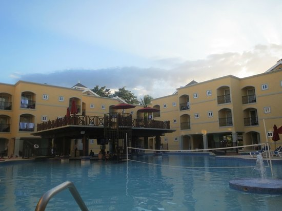 Jewel Paradise Cove Resort Spa Runaway Bay Curio Collection By Hilton Emerald Pool
