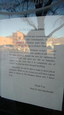 Chelan, WA: Notice on hotel's front door