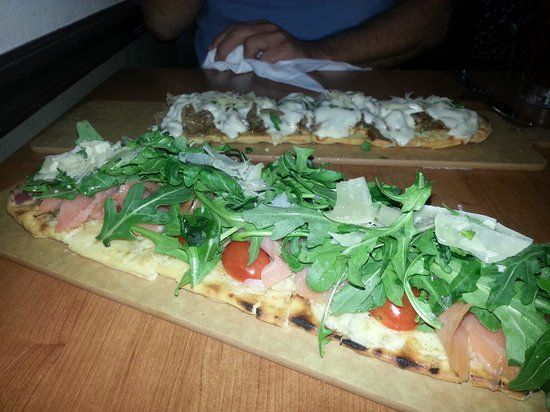 Philly Grille : Smoked salmon and roast beef flatbreads