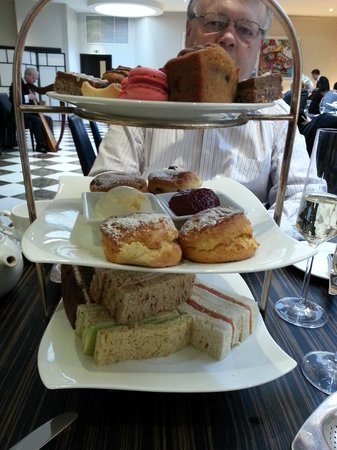 The Grill At The Montcalm: excellent afternoon tea