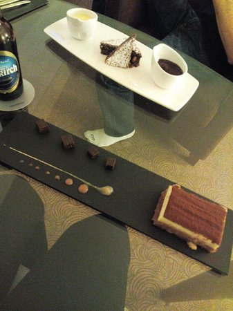 AQUA Restaurant : Tiramisù et brownie