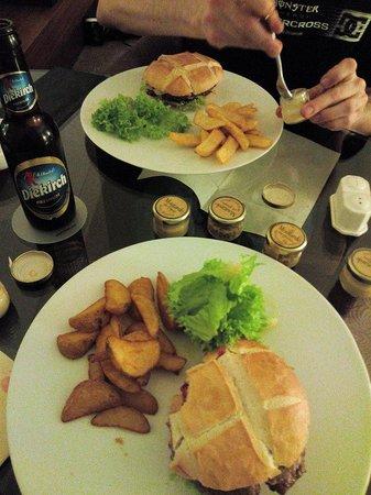 AQUA Restaurant : Cheeseburger campagnard