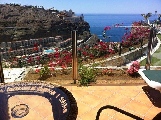 Serenity Apartments : Vistas hacia la playa de Amadores