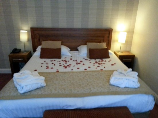 Park Farm Hotel: Large Double Bed in Room 51 Executive suite