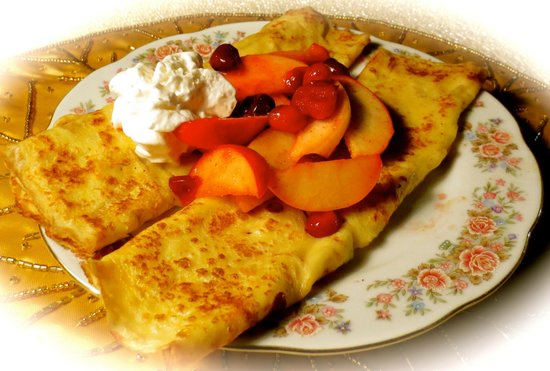 Carriage House Bed and Breakfast: Apple Cranberry Crepes
