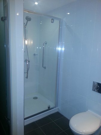 DoubleTree by Hilton Dundee: Shower
