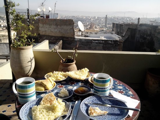 Dar el Ma : Breakfast on the rooftop