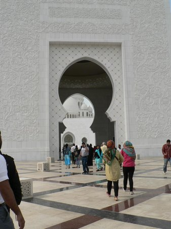 Scheich-Zayid-Moschee: Außenansicht