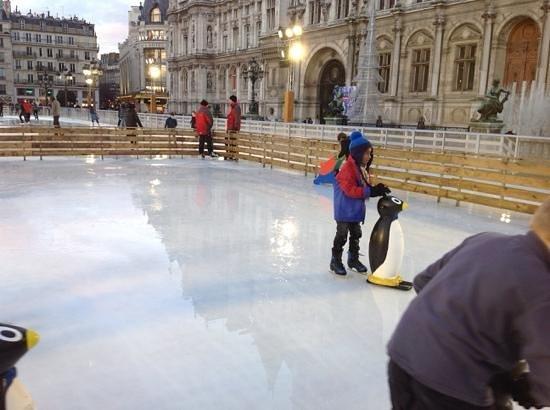 Le Marais: Ringue de patinação em frente ao Hotel de Ville