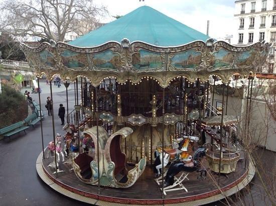 Le Marais: carrousel na praça do Hotel de Ville