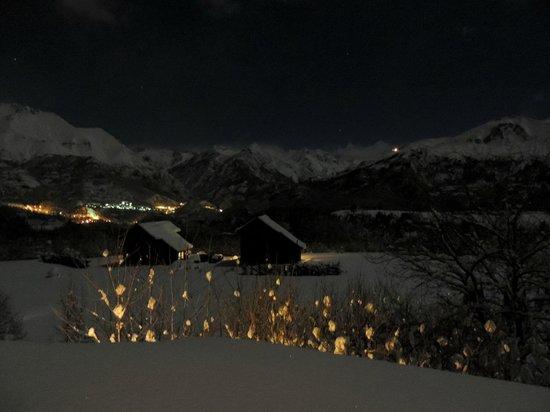 Piedrafita Mountain Lodge: Vista nocturna desde el apartamento