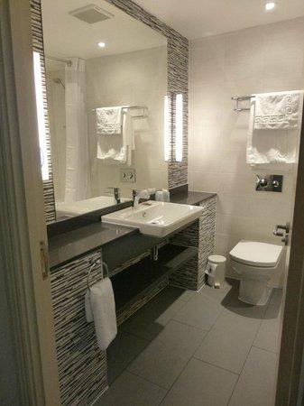 Holiday Inn Darlington - North A1m: Luxury bathroom