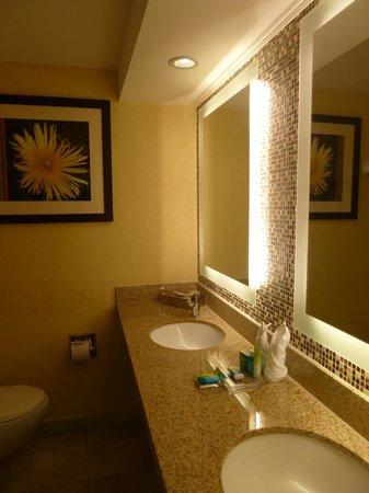 Radisson Aquatica Resort Barbados: Bathroom with Double Sinks
