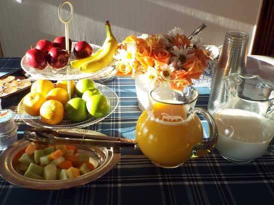 Beachfront Inn: Simple breakfast each morning