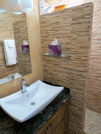 Hotel Buena Vista : Bathroom.