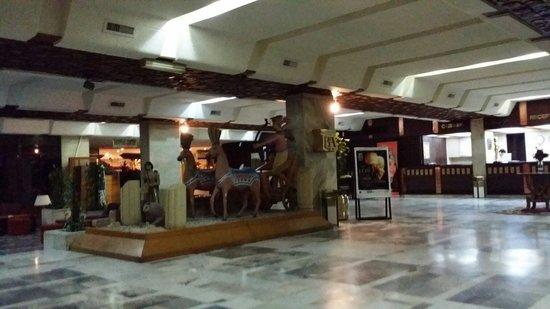 Eatabe Luxor Hotel : Hotel lobby