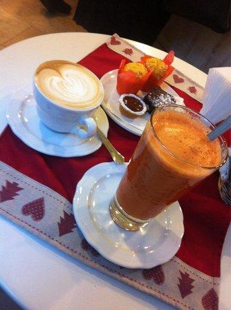 Caffe E Parole: Mini maffin carota e zenzero, browny, cappuccino e centrifuga di mela, zenzero e carote!