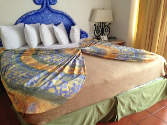 Club Regina Puerto Vallarta: Creative bed making