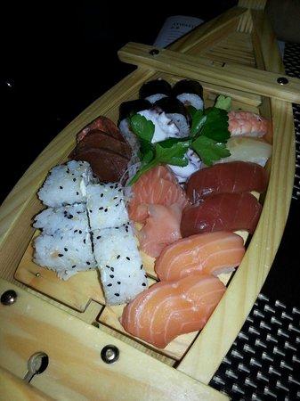 Sushi Aurora: Barca mista di sushi