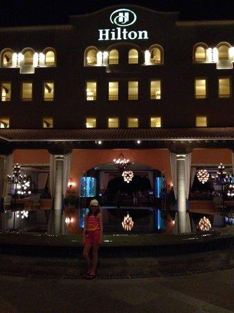 Hilton Los Cabos Beach & Golf Resort: Gorgeous hotel entrance.