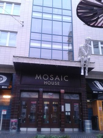 Mosaic House: Frente del Hotel