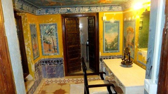 Malji Ka Kamra : Dressing/bathroom area