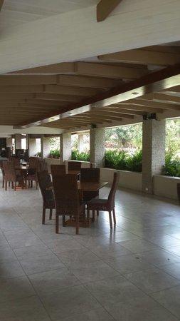 Crater Valley: La terraza dond sirven comidas preparadas en el hotel
