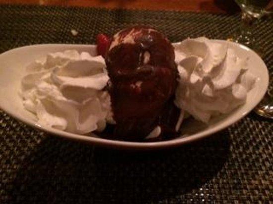 Dalya's Restaurant: Ice Cream Sundae Dessert