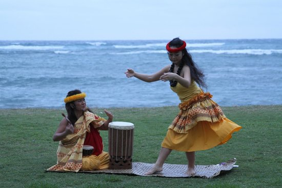 Courtyard Kaua'i at Coconut Beach: Sunrise greeting ceremony