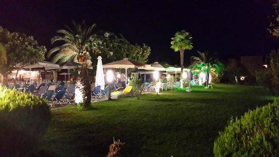 Poseidon Palace Hotel: Вечерний бар