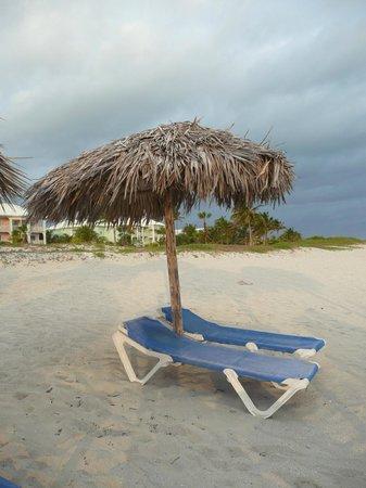 Blau Marina Varadero Resort: Beach Umbrella and Chairs
