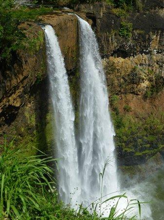Wailua Falls : falls on zoom