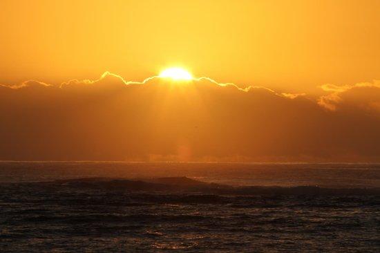 Courtyard Kaua'i at Coconut Beach: Sunrise
