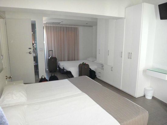Atlantis City Hotel : quarto amplo