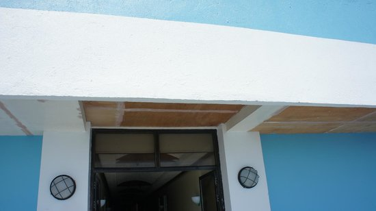 Blue Corals Beach Resort : Falling apart