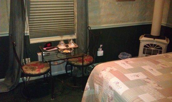 All Seasons Groveland Inn B&B : Комната