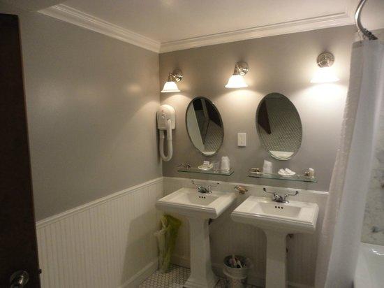 Life Hotel: Um bom banheiro