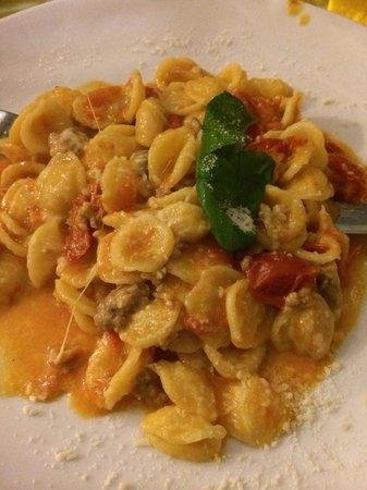 Osteria Il Gobbetto: Orecchiette with Napoli sausage and fresh tomatoes