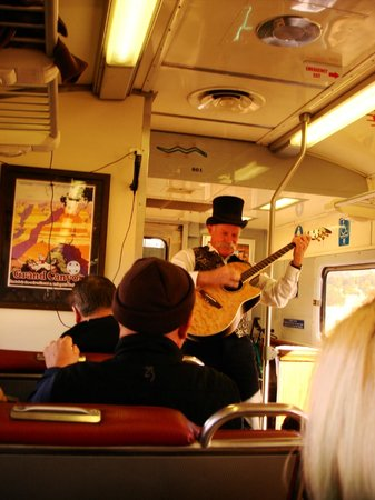 Grand Canyon Railway: This guy was a hoot !!