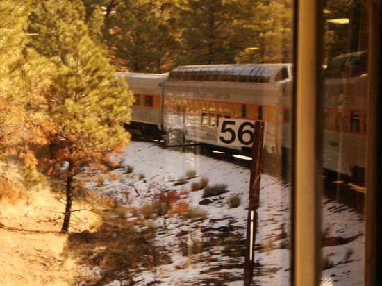 Grand Canyon Railway: Cars trailing behind