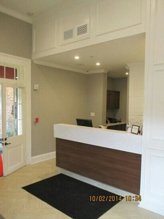 Hotel St. Pierre : New front desk
