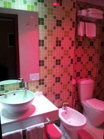 Gran Duque 4 Hotel: Bagno
