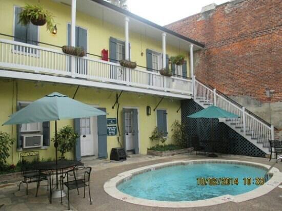 Hotel St. Pierre: Pool outside the breakfast nook