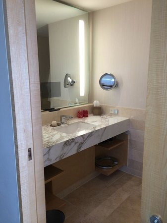 Four Seasons Hotel Seattle: Vanity