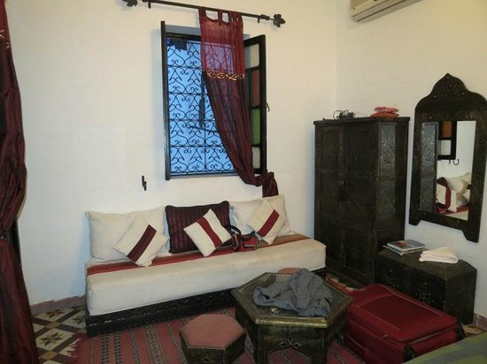 Riad Jomana: Living habitacón arriba